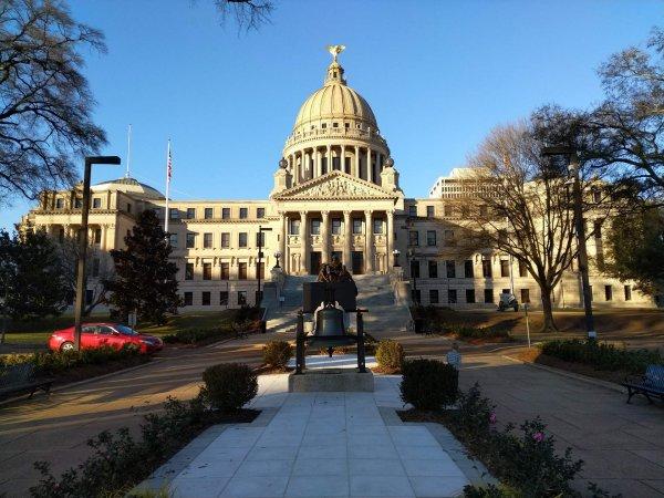 Mississippi mayor challenges state's medical marijuana initiative