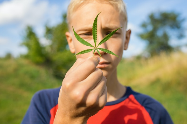 Scientists Pinpoint the Ideal Legal Age for Smoking Marijuana